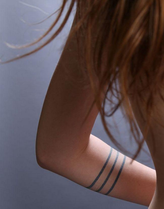 Três finas faixas do tatuagem