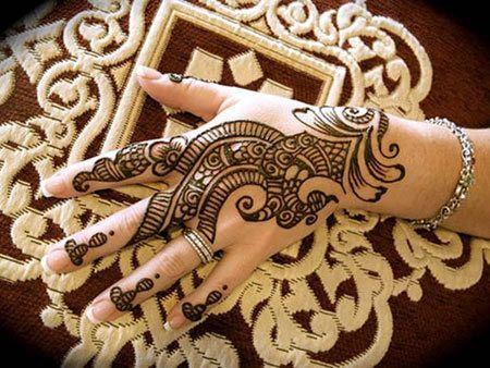 Melhor árabe Mehndi Designs para as mãos de trás 9
