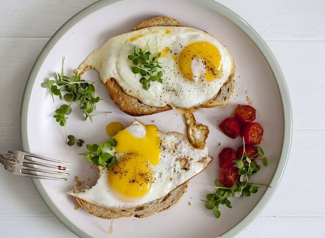 ovos, torradas