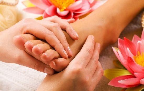 remédios caseiros para inchada pés, tornozelos e pernas massagem