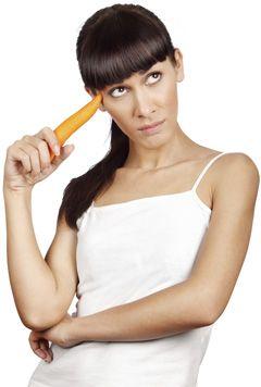 Mulher que prende uma cenoura, Olhando Skeptical
